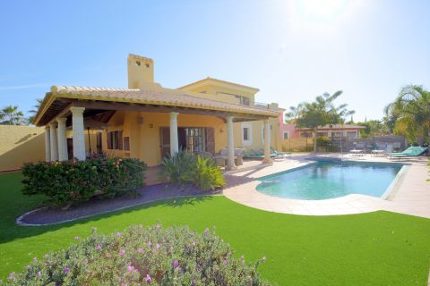 Spacious fairway frontage villas that allow for an unforgettable stay at Desert Springs Resort