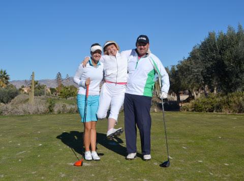 La Profesional del LET Amy Boulden con su equipo Catherine y Peter Grief ?pasando un buen rato!