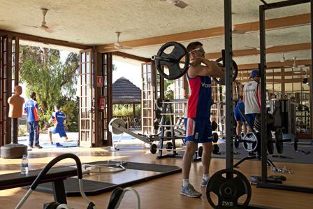 Sesiones de Fortalecimiento y Acondicionamiento en el gimnasio de las Sierras Sports Club en Desert Springs
