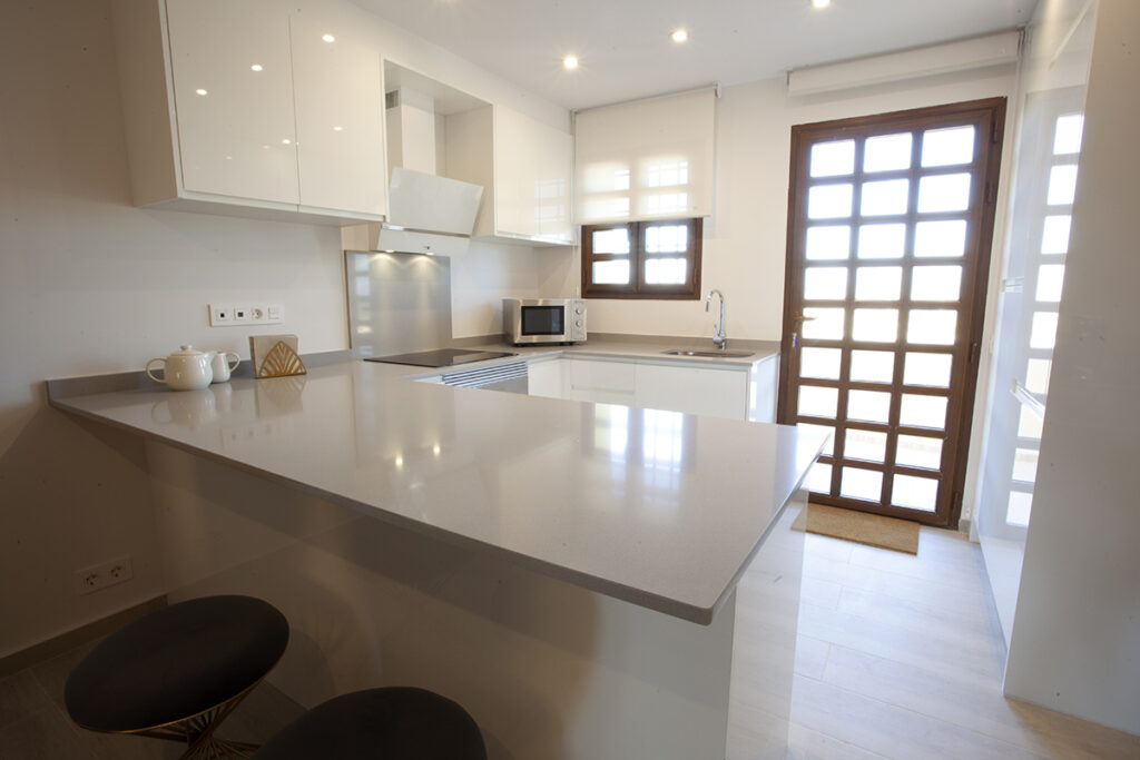 153 Las Sierras III Kitchen 01