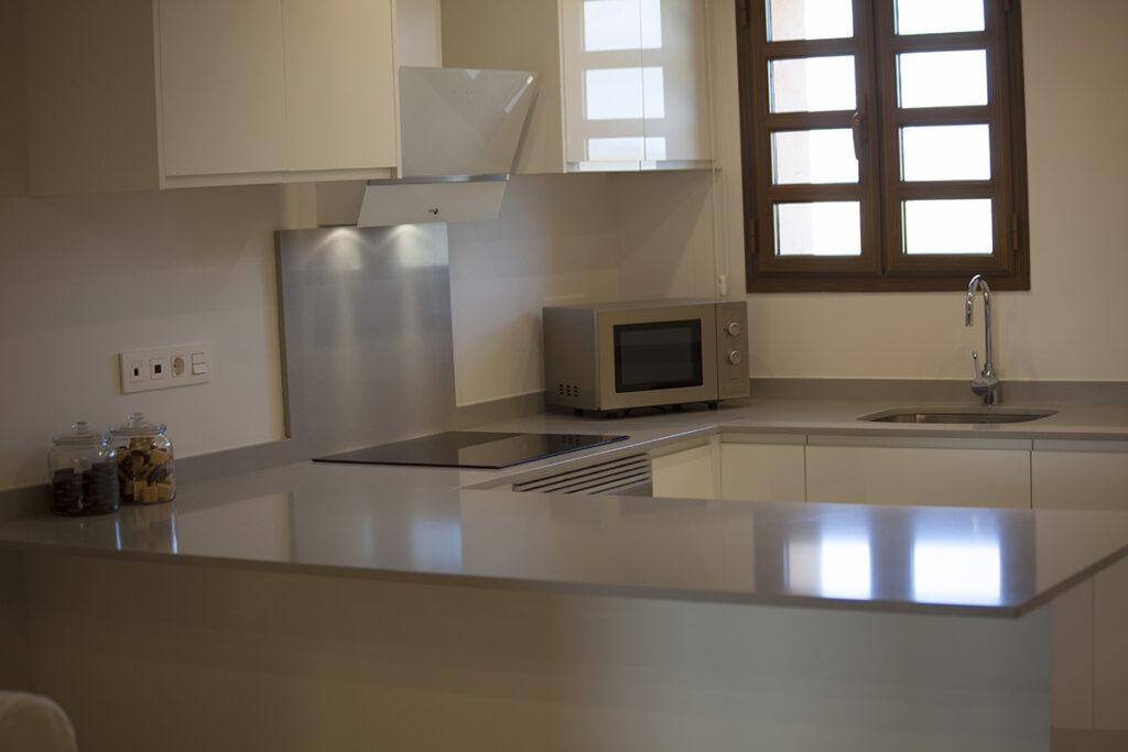 153 Las Sierras III Kitchen 02