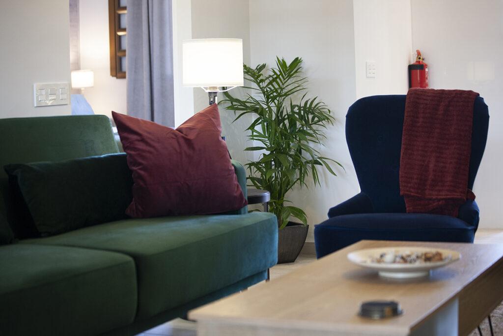153 Las Sierras III Lounge 02