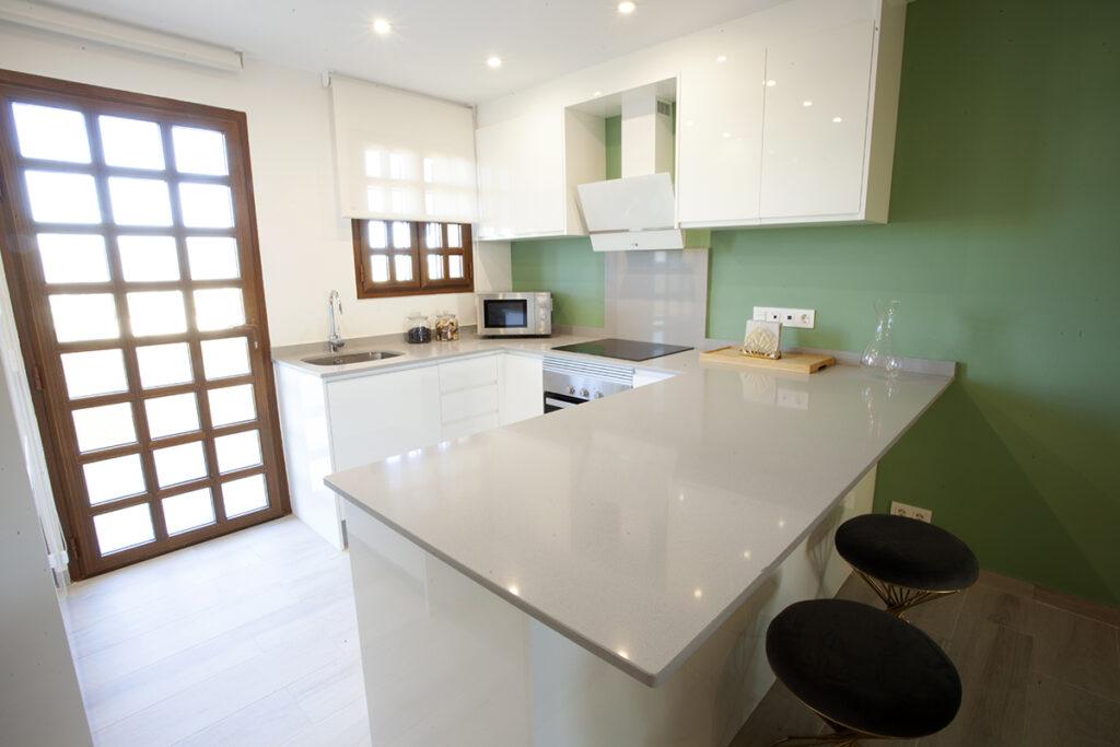 154 Las Sierras III Kitchen 03
