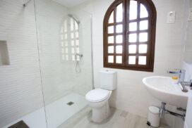 154 Las Sierras III Main Bathroom 01