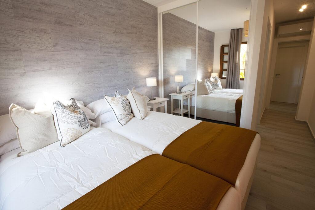 154 Las Sierras III Main Bedroom 02
