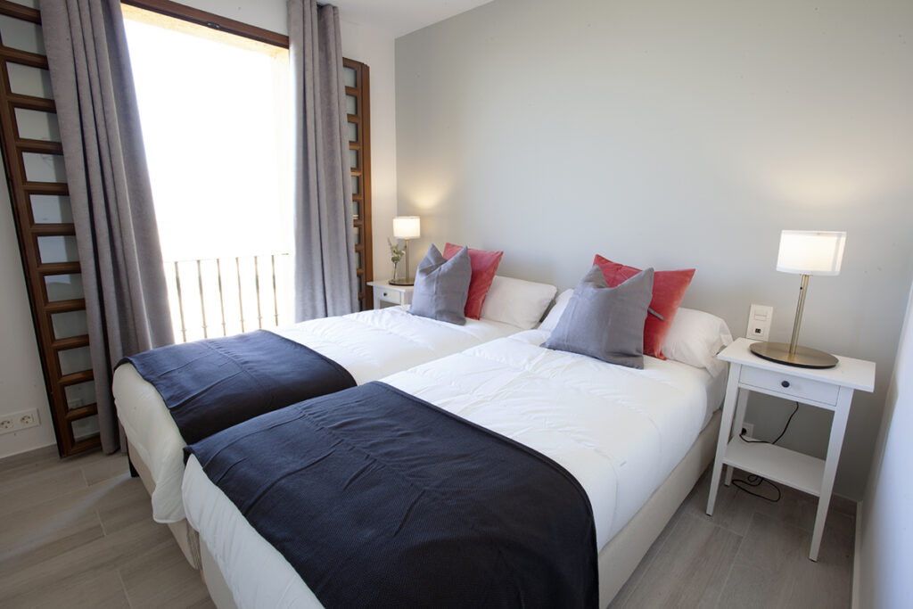253 Las Sierras III Guest Bedroom 02