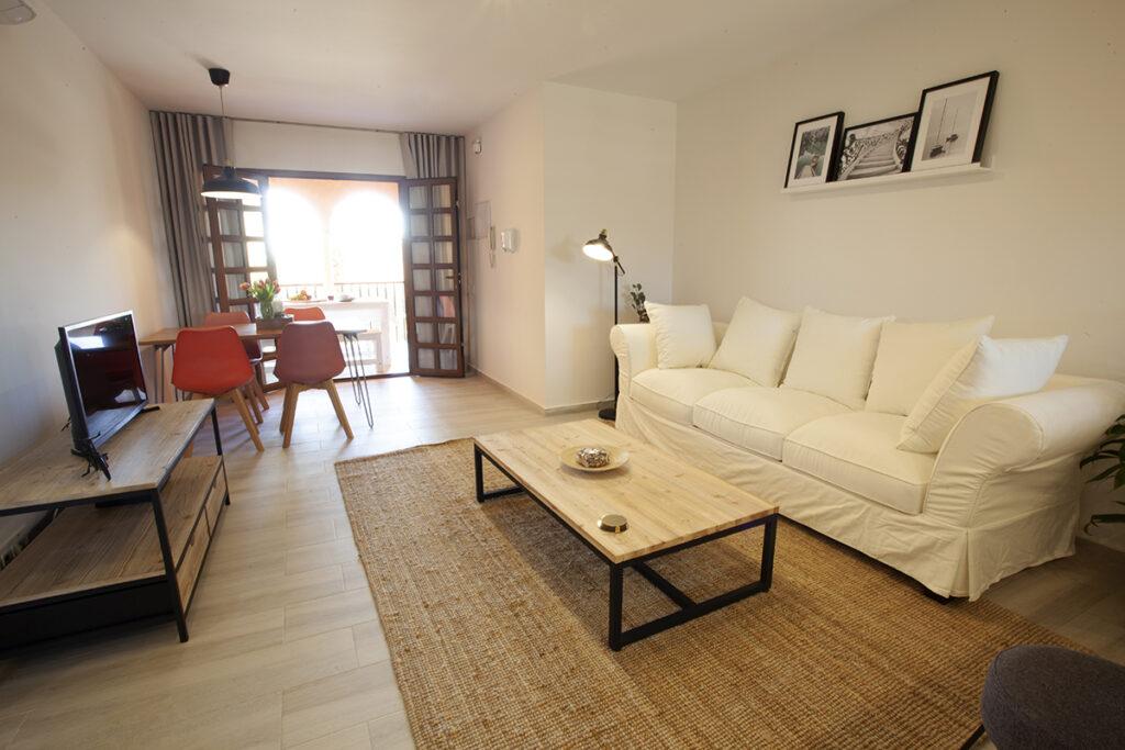 253 Las Sierras III Lounge 01