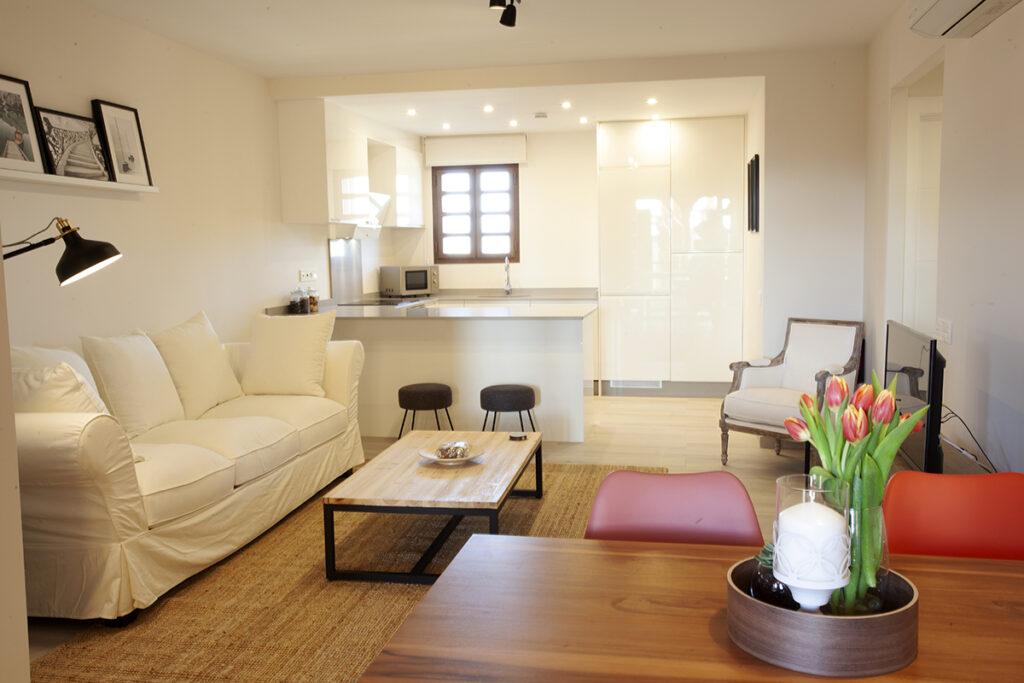 253 Las Sierras III Lounge 02