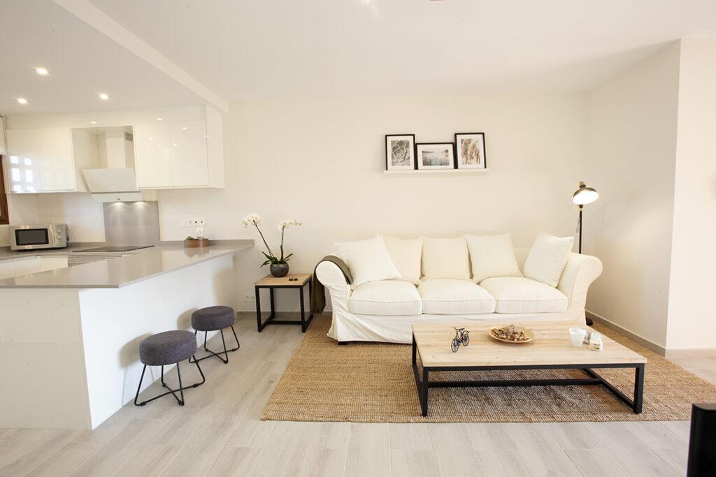 254 Las Sierras III Lounge 02