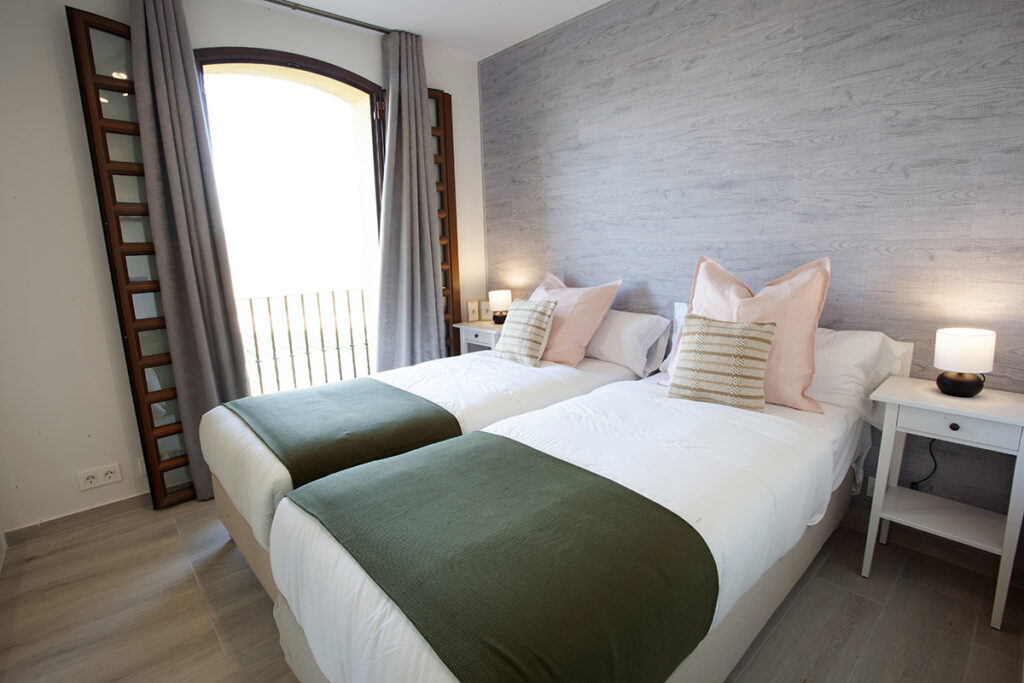 353 Las Sierras III Guest Bedroom 01