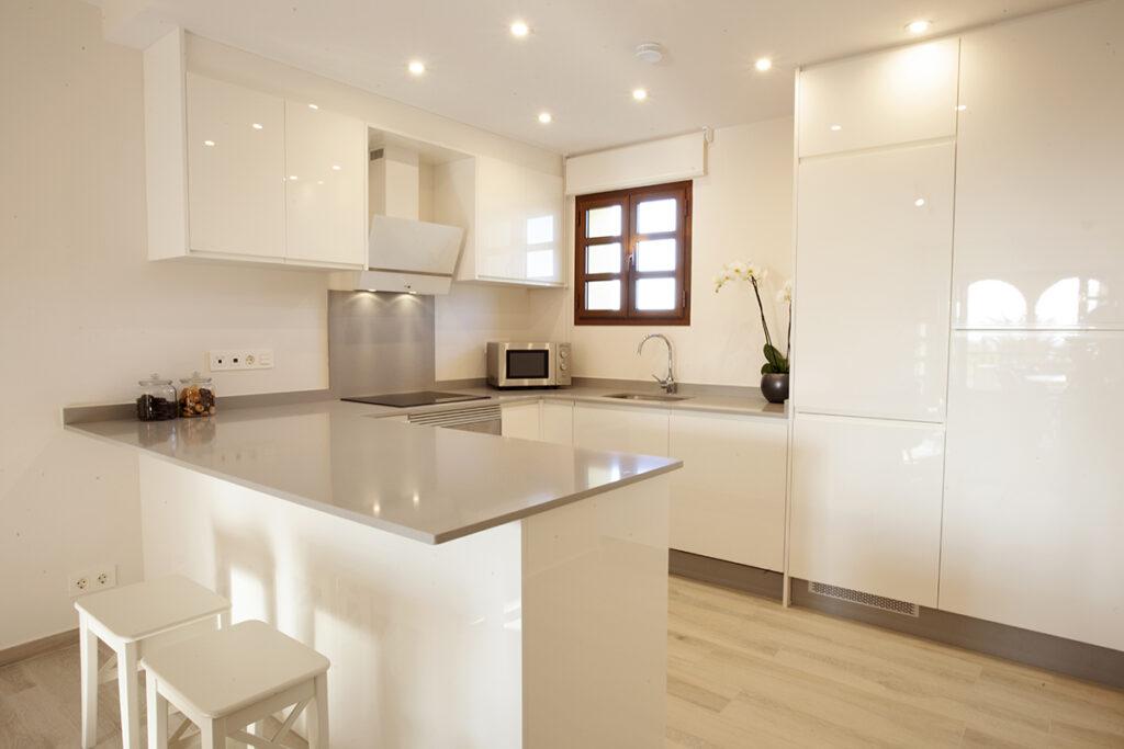 353 Las Sierras III Kitchen 01