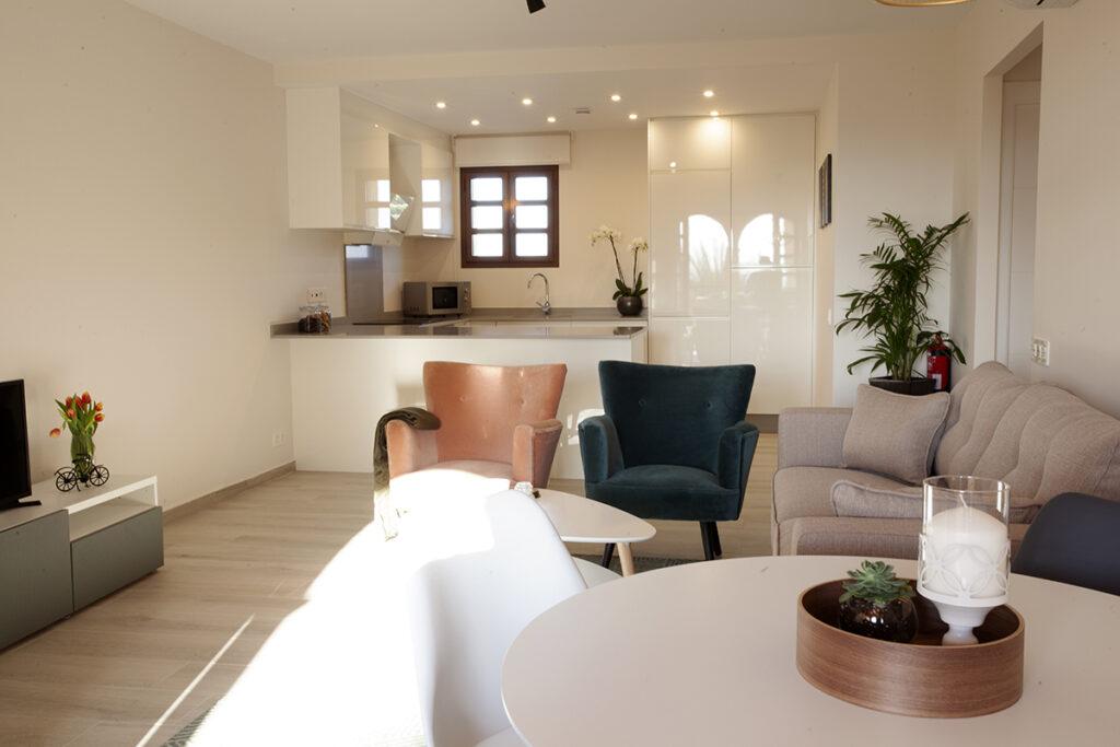 353 Las Sierras III Lounge 02